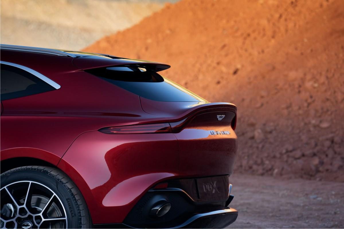 Aston Martin DBX spate